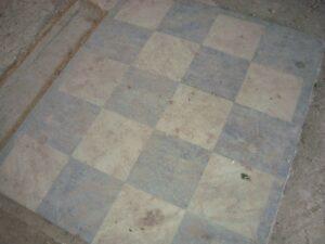 «Масонская» шахматная клетка из мрамора на полу холла